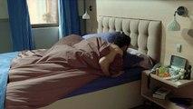 Indiscrétion : Francesco tombe sur Sabrina, nue !
