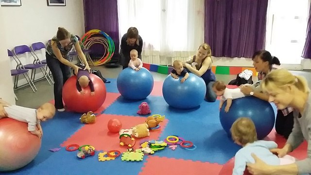 2015-11-12_Vývojové cvičení dětí na míči
