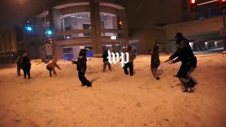 More snow means more snowball fights - Video Dailymotion