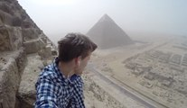 Pour faire un selfie, il escalade dans l'illégalité, la pyramide de Khéops