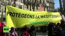 «Colère rouge» à Marseille contre le rejet de déchets toxiques dans le Parc national des Calanques