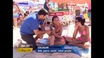 Viciados em celular não desgrudam do aparelho em dia de praia
