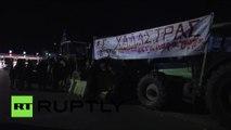 Des agriculteurs grecs bloquent une autoroute entre Thessalonique et Athènes