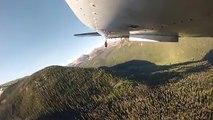 Un avion largue des centaines de petits poissons dans un lac
