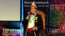 Merkel knackt harte Nüsse beim Kölner Karneval