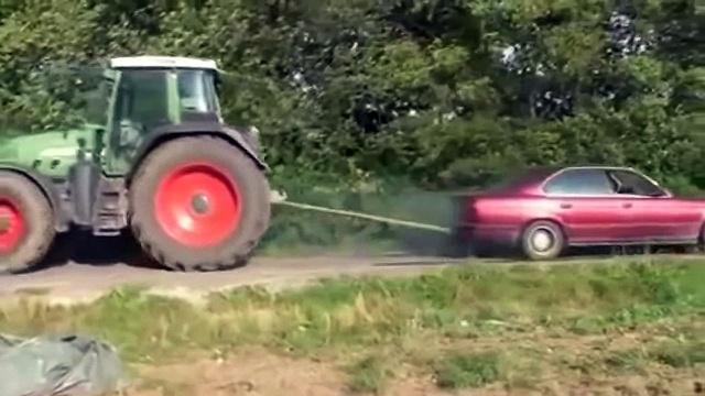 Трактор   против BMW Tractor against BMW