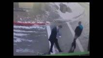 Sposób na lód na chodniku