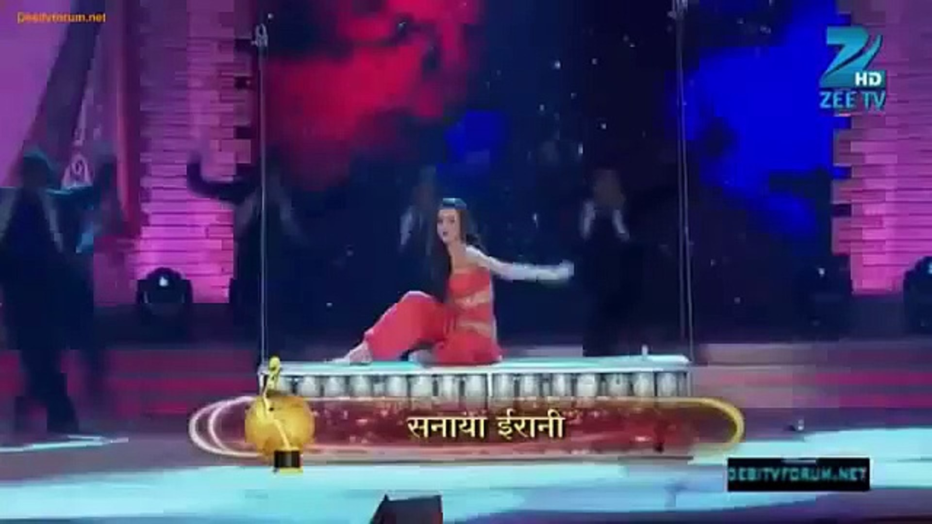 Sanaya Irani Performance in Boro Plus Gold Award 2012 YouTube