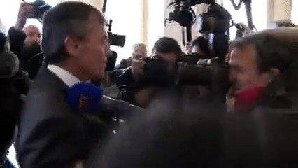 Jérome Cahuzac en vient aux mains lors de l'arrivée à son procès