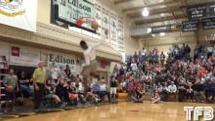 Kwe Parker Shuts Down Dunk Contest with 360 Scoop