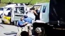 Utiliser un trans-palette pour aider une grosse femme à monter dans un camion