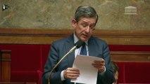 Un député fond en larmes dans l'hémicycle