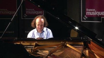 Cyprien Katsaris improvise sur divers thèmes dans la Matinale de France Musique