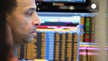 Las dudas sobre la solvencia bancaria y la inestabilidad política hunden las bolsas de Milán y Madrid