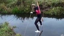 La technique d'une fille pour ne pas traverser une riviere