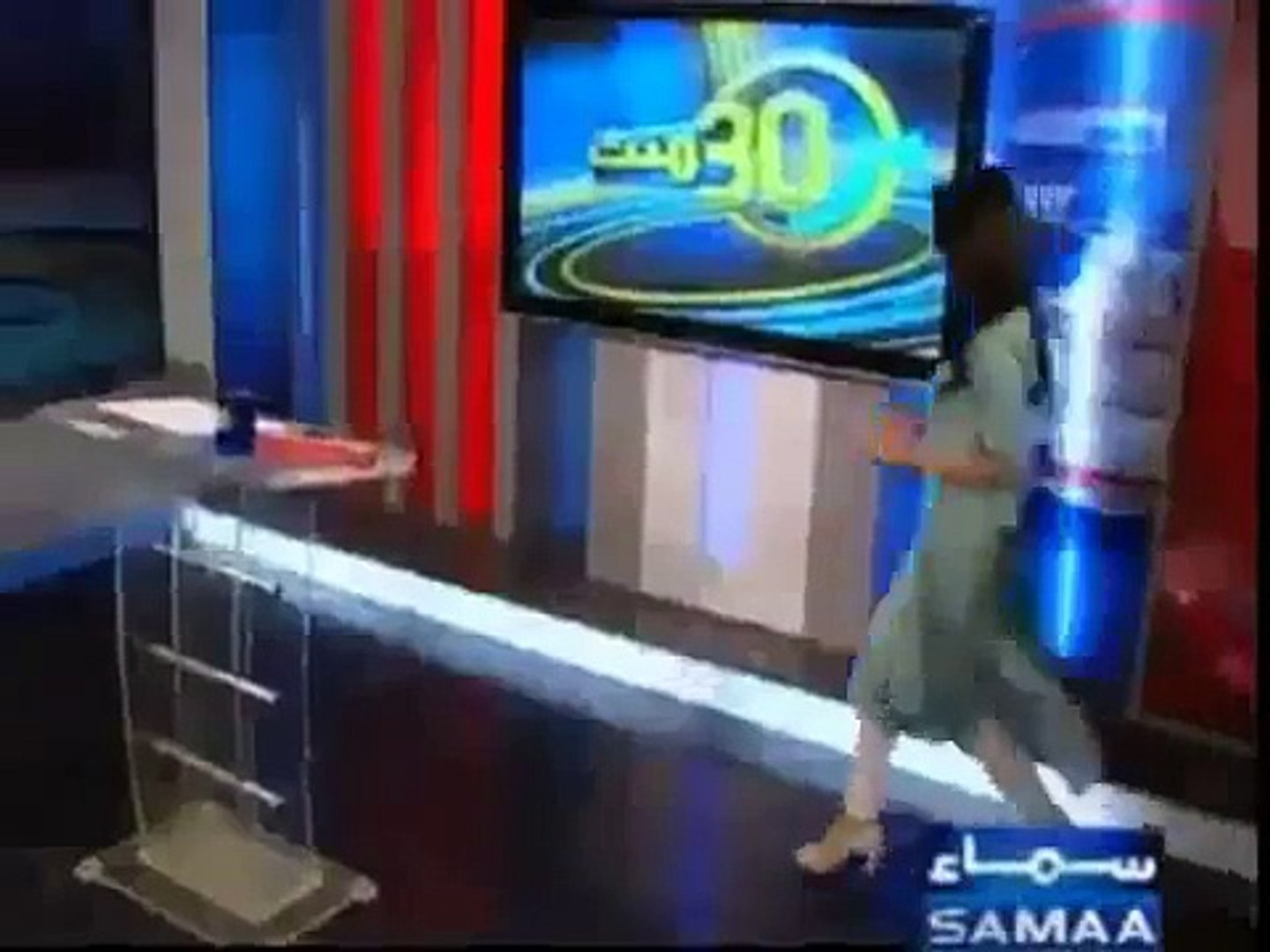 SEXY-Pakistani-news-anchor-Gharida-Farooqi-in-white-leggings-and-high-heels