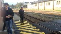 Dans cette gare à voie unique, les trains se croisent à l'arrêt
