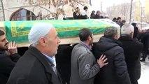 Eski Bakan Çağlayan, üvey annesinin cenazesine katıldı