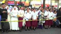 Los fieles dan la bienvenida a México al papa Francisco