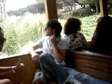 Moi Jéron et indy à Port Aventura dans le train