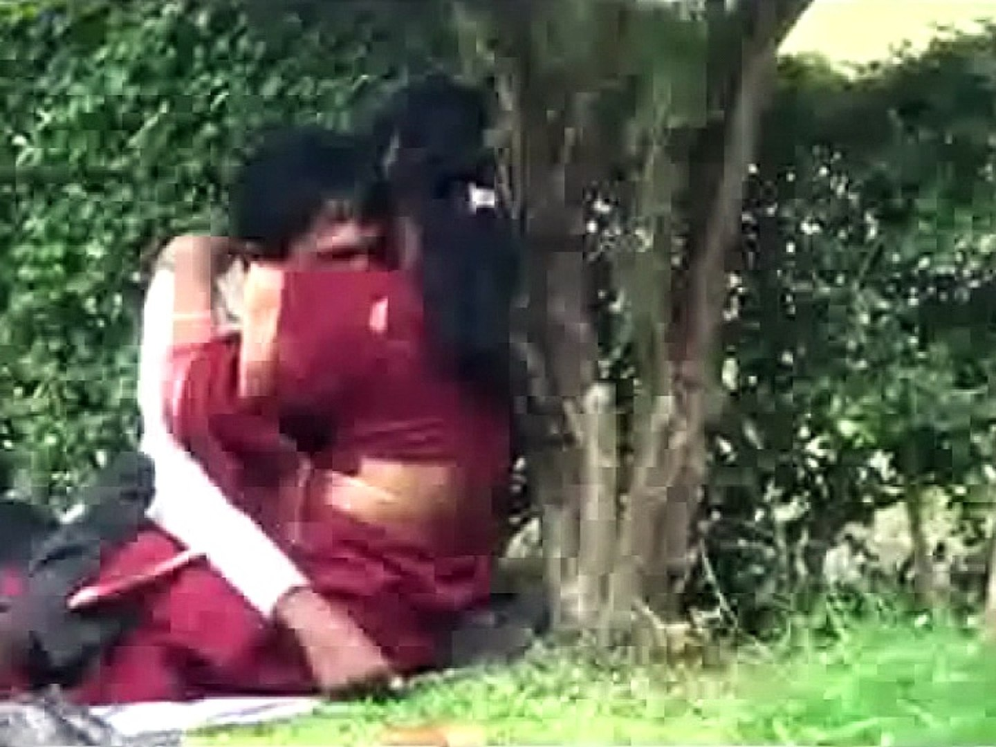 Lovers Celebrates Valentine Day Openly Love In Park At India Video Dailymotion