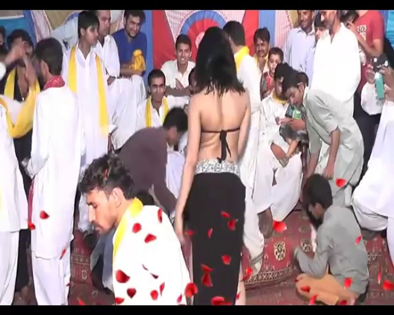 Hot And Sexy Mujra In Private Bachelor Party 2016