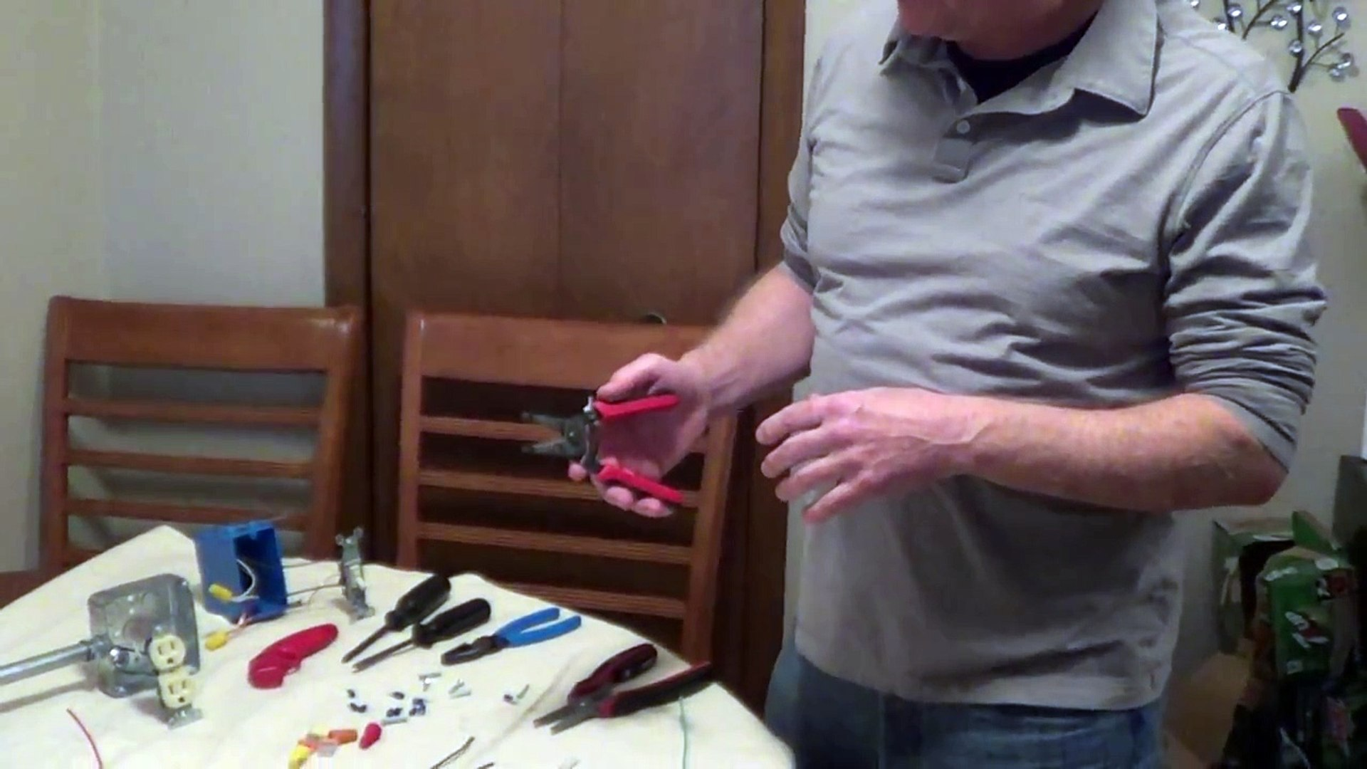 Wire Strippers - How to Use Wire Strippers