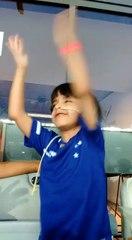 """Matheus canta """"Nós somos loucos"""" no Mineirão"""