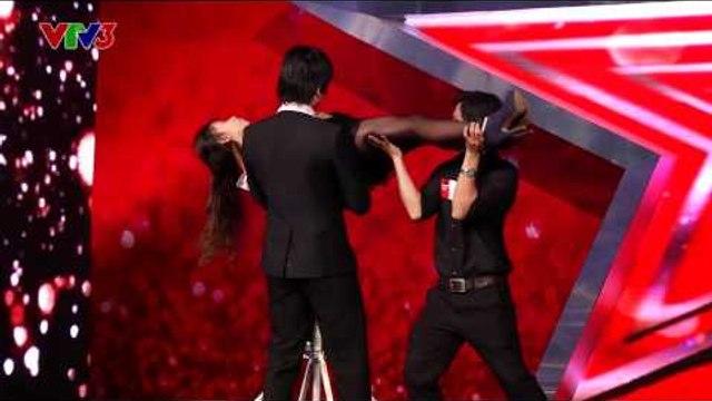 Vietnam's Got Talent 2014 - TẬP 06 - Ảo thuật đâm xuyên người - Nguyễn Khánh Tường