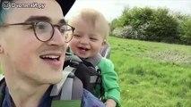 Реакция малыша на одуванчик