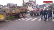 Châteaulin. Les agriculteurs bloquent l'accès au Centre Leclerc