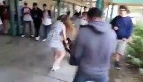 Une fille surgit de nulle part, met KO un gars dans un lycée et s'en va en courant