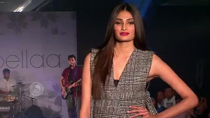 Athiya Shetty Flaunts Her Fashion On The Ramp - Hot Or Not ? (720p Full HD) (720p FULL HD)