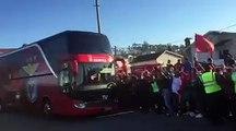 Chegada da comitiva do Sport Lisboa e Benfica ao estádio Capital do Móvel.