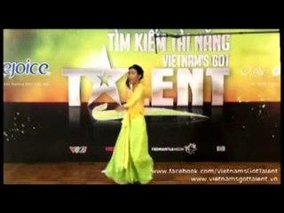 """""""Tấm"""" hát """"Đường Cong"""" - Vietnam's Got Talent"""