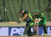 Shahid Afridi SIX Break Traffic Light on Road Out side from  Ground