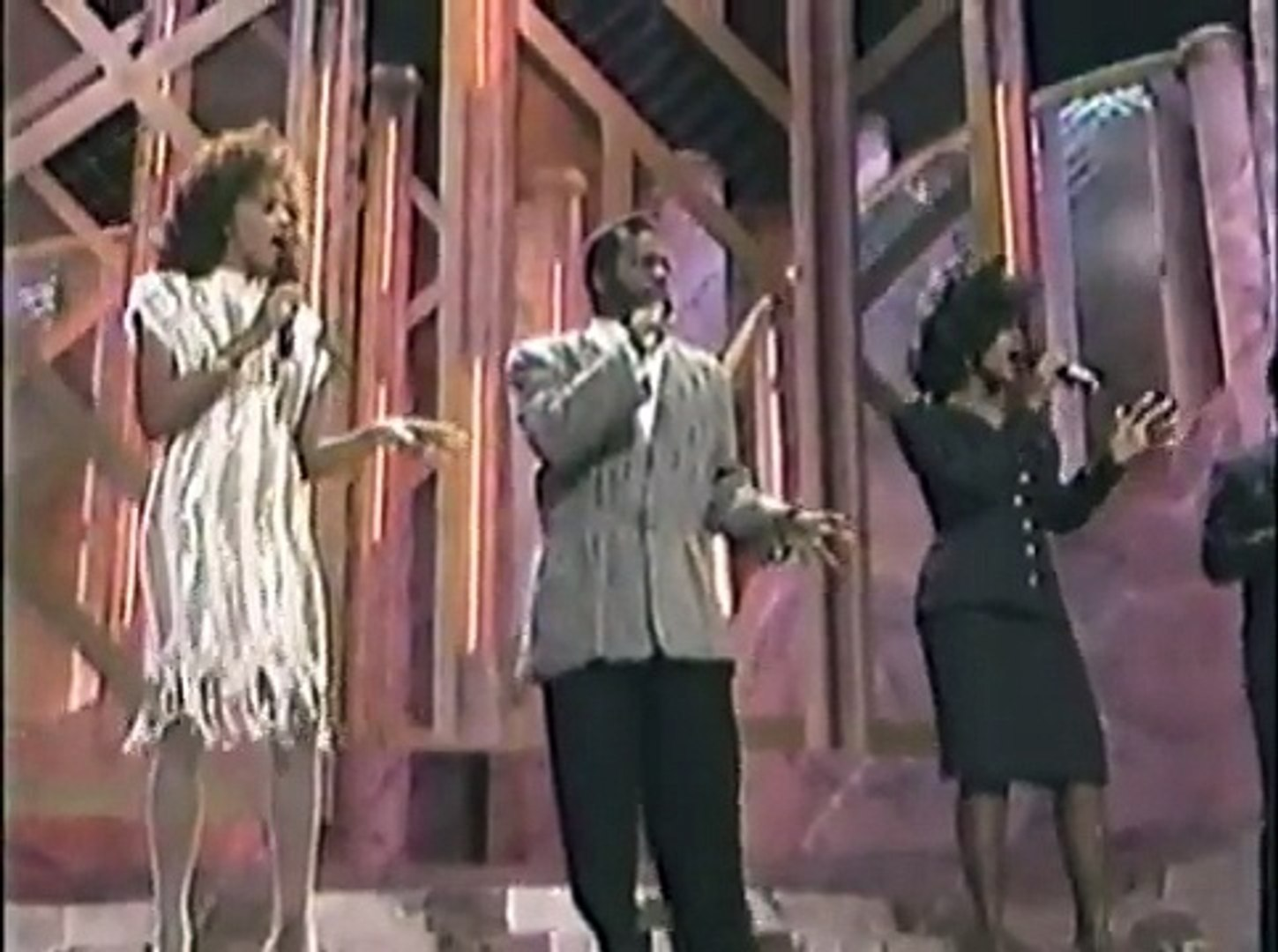 BeBe & CeCe Winans + Whitney Houston - Hold Up The Light - Live Soul Train Music Awards - 1989
