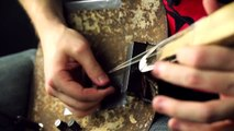 Une guitare à une corde construite avec une pelle !