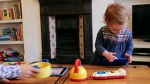 Bébé joue – Les animaux