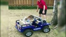 Un gamin se fait renverser par sa petite soeur... Fille au volant!