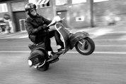 Un homme à scooter humilie un motard !