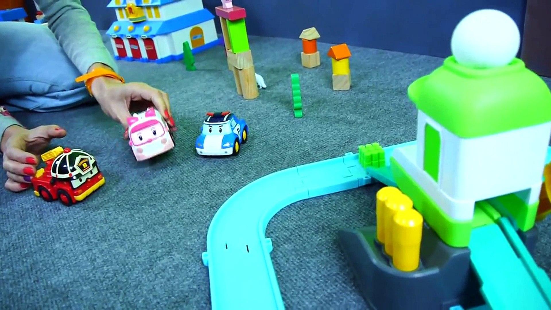 мультфильмы про машинки - Игра в Вышибалы - Робокар Поли новые серии с игрушечными машинками
