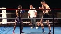 KO impressionnant en combat de Muay-Thaï - coup de pied retourné