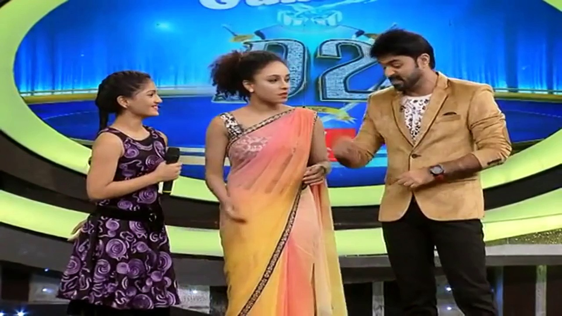 Pearle Maaney Hot Navel in Saree HD