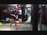 L'énorme coup de pied en taekwondo de ce spécialiste des Arts Martiaux