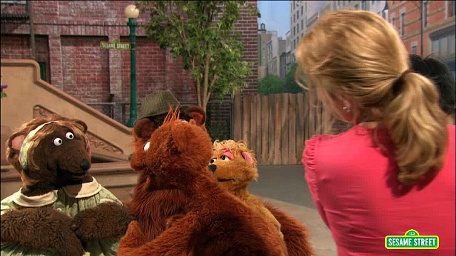 Sesame Street - Baby Bear's New Babysitter