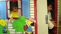 Charlie Brown CARDBOARD PLAYHOUSE for Kids With Snoopy & Woodstock from The Peanuts Movie