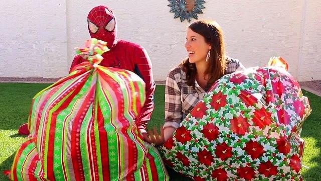 GIANT SURPRISE TOYS CHRISTMAS BAGS! Balloons, Blind Bags, Cars Toys & Barbie DisneyCarToys
