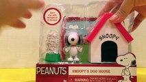 Peanuts Charlie Brown Snoopys dog house, Woodstock & bowel of treats playset