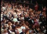 "George Kennedy remportant son Oscar pour ""Luke la main froide"" en 1968"
